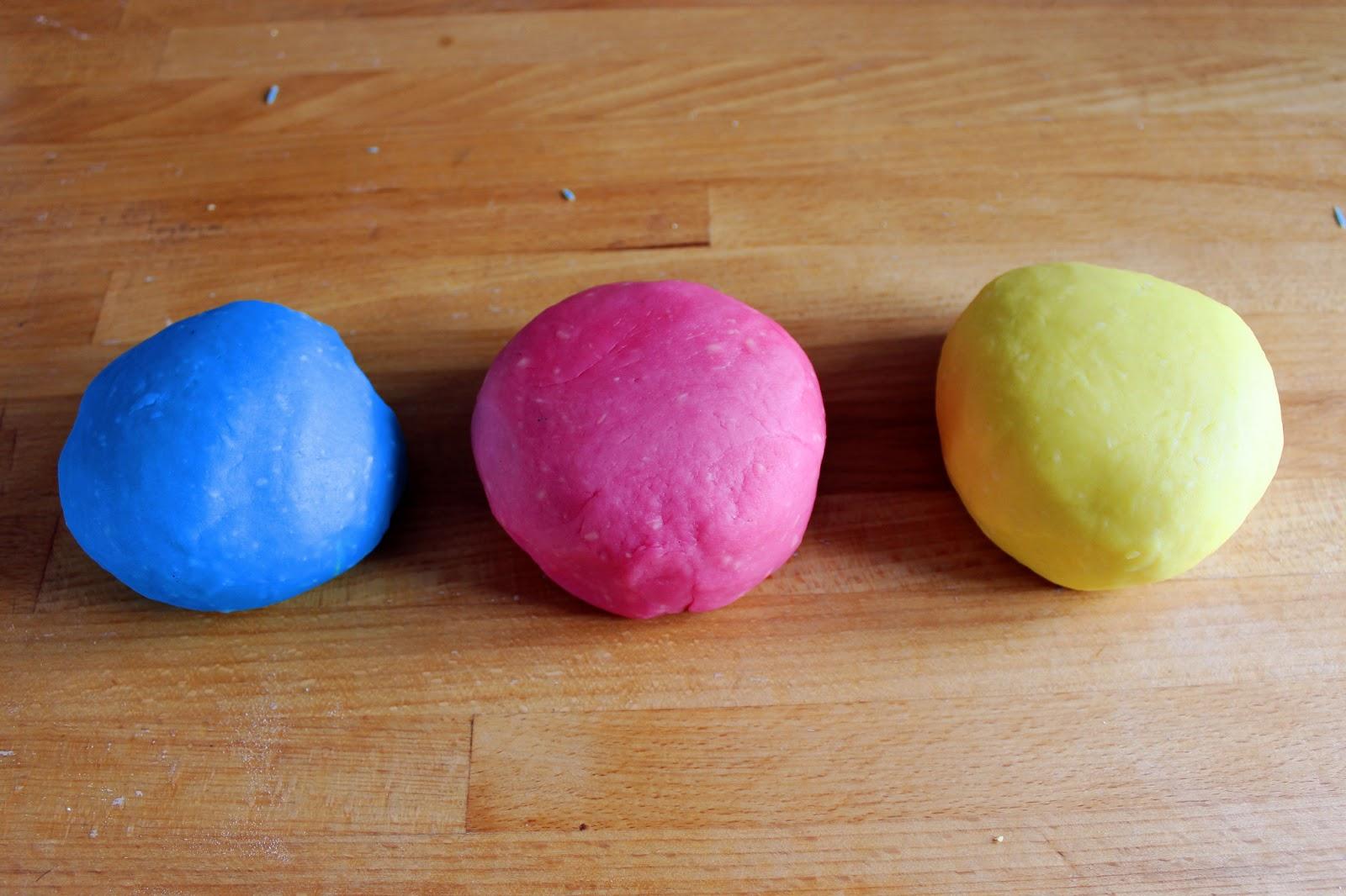 Mademoiselle Sab: DIY: recette de pâte à modeler maison.