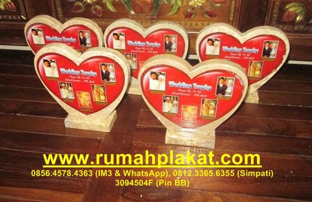 Cari Desain Plakat Wedding, Tempat Jual Jasa Buat Plakat Penghargaan Pernikahan, 0856.4578.4363, www.rumahplakat.com
