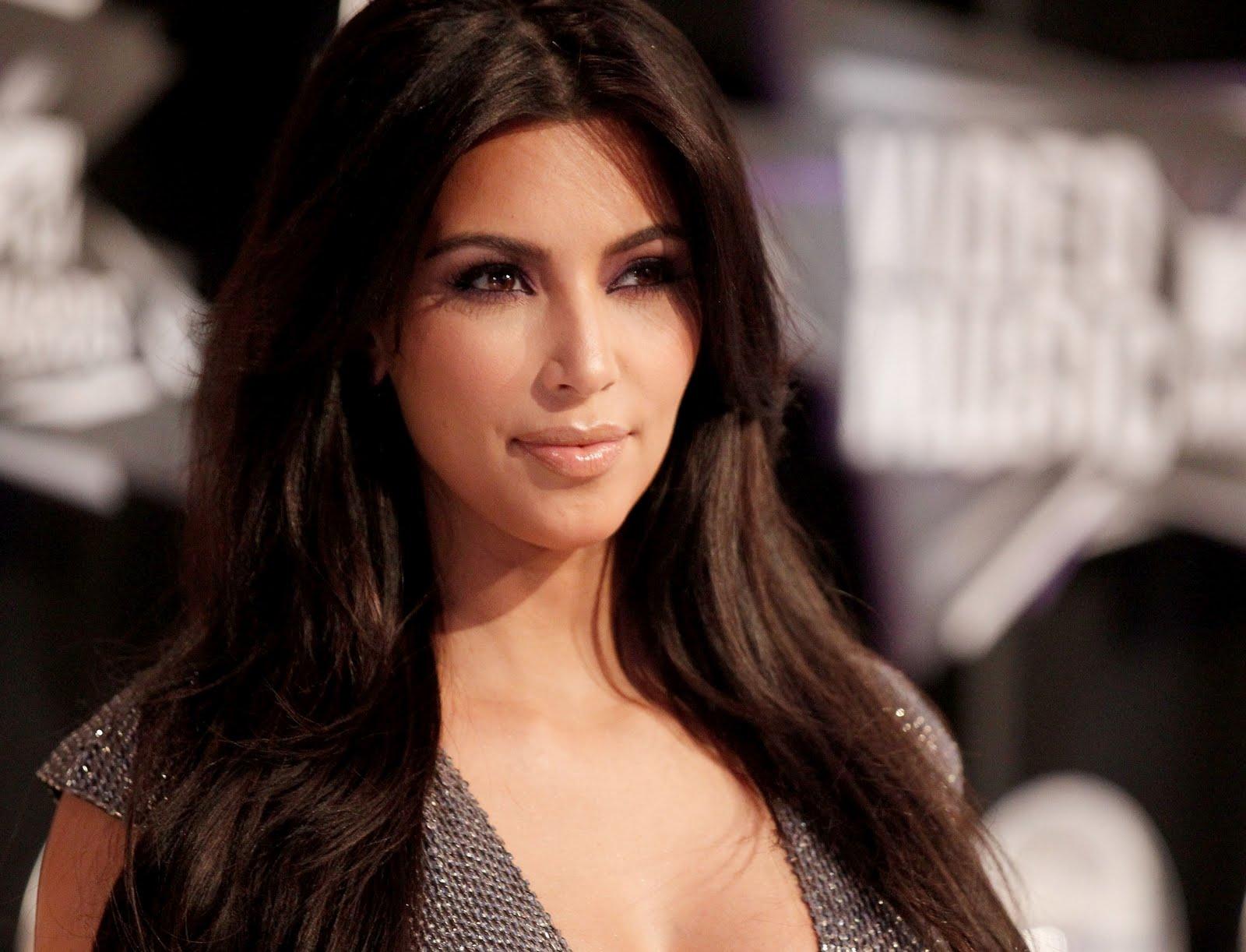 http://3.bp.blogspot.com/-Uen74JbZ3vk/TqQBZfQvAiI/AAAAAAAAFT4/3hJPaqx-4oI/s1600/Kim-Kardashian-47.jpg