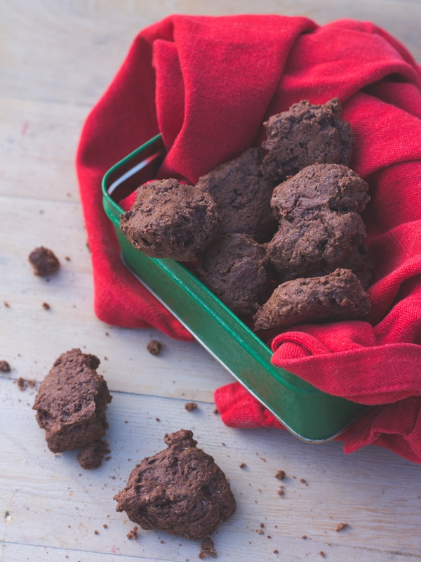 vegan gooey chocolate cookies
