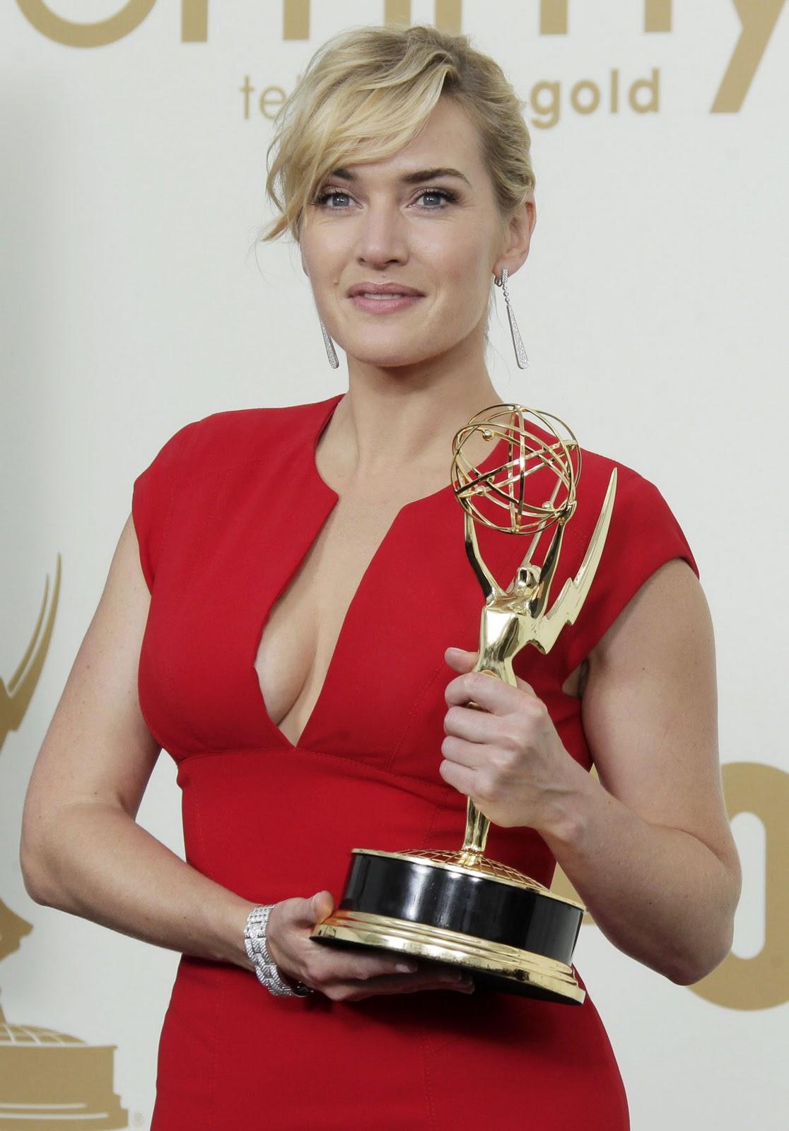http://3.bp.blogspot.com/-Uer12sX39pE/Ts-48JiLKEI/AAAAAAAAA3w/vKN7F8fOnpE/s1600/Kate-Winslet-2011-emmy-awards-Elie-Saab-6.jpg