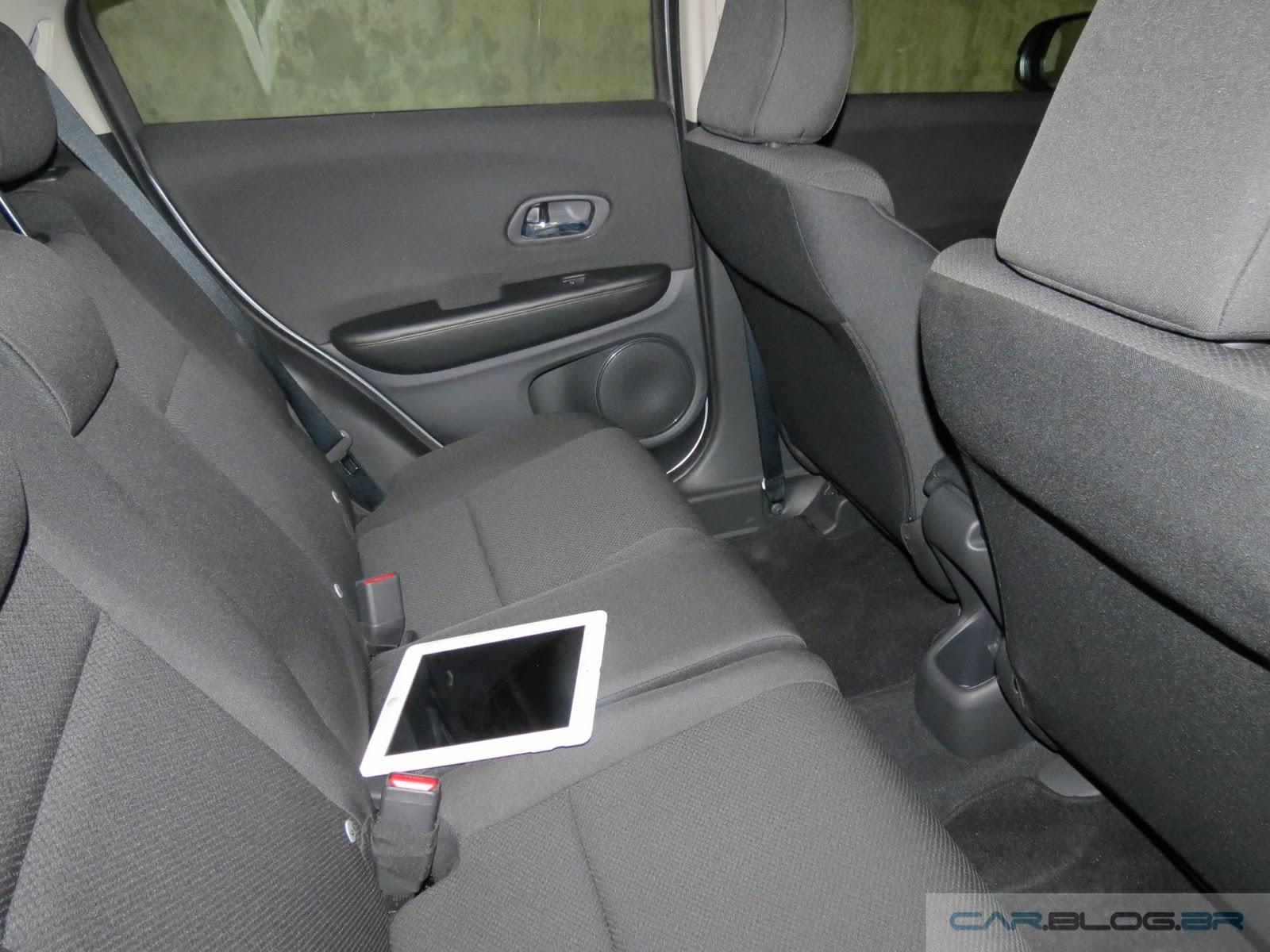 Honda HR-V LX CVT - interior - espaço traseiro