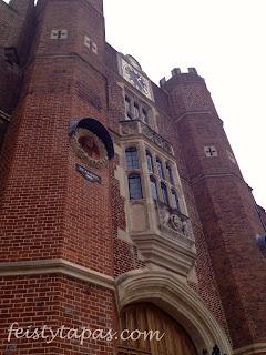 One of the façades at Hampton Court Palace / Foto de una de las fachadas del Palacio de Hampton Court