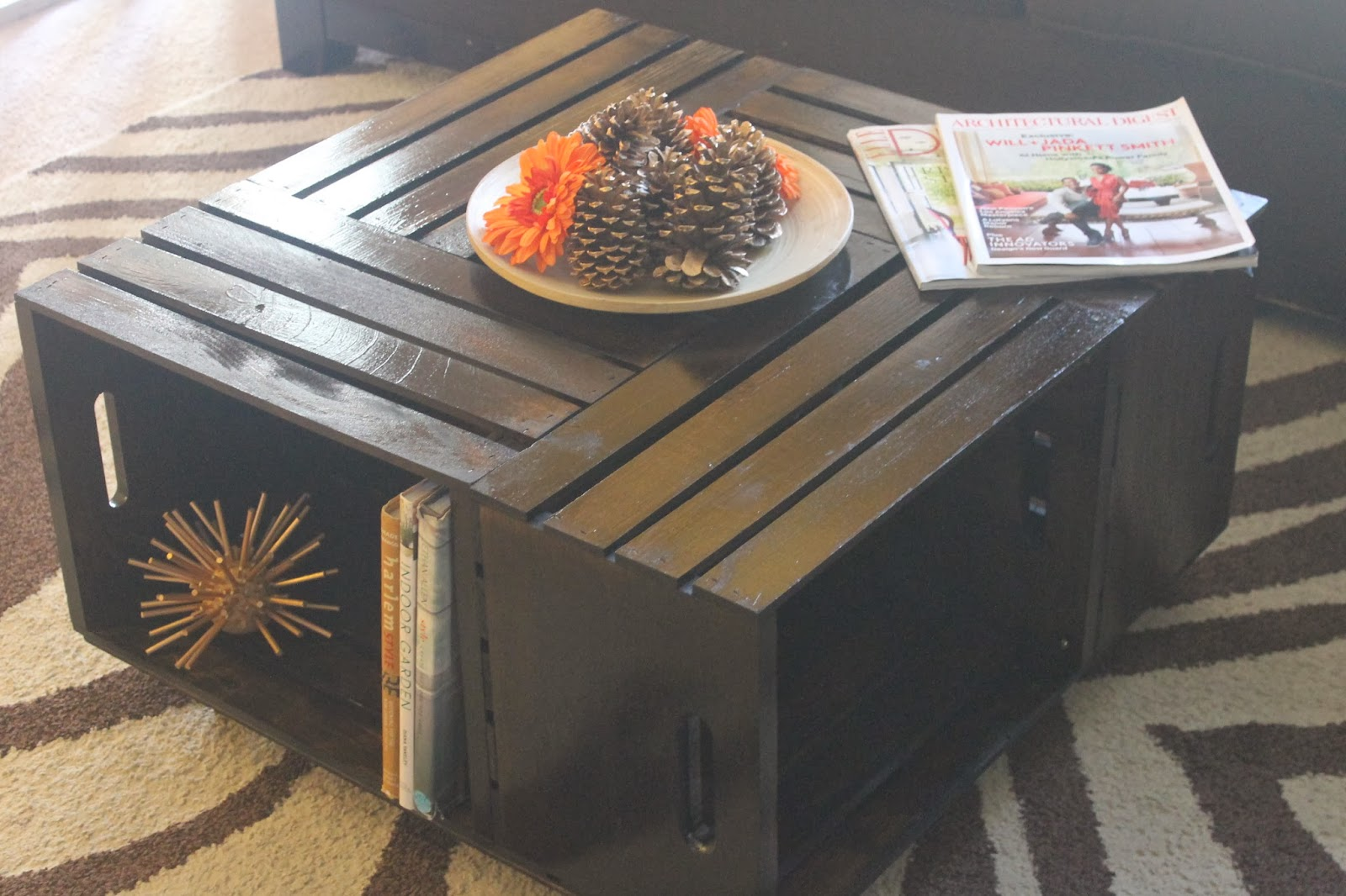 Let 39 s make a coffee table with crates for How to make a coffee table out of crates