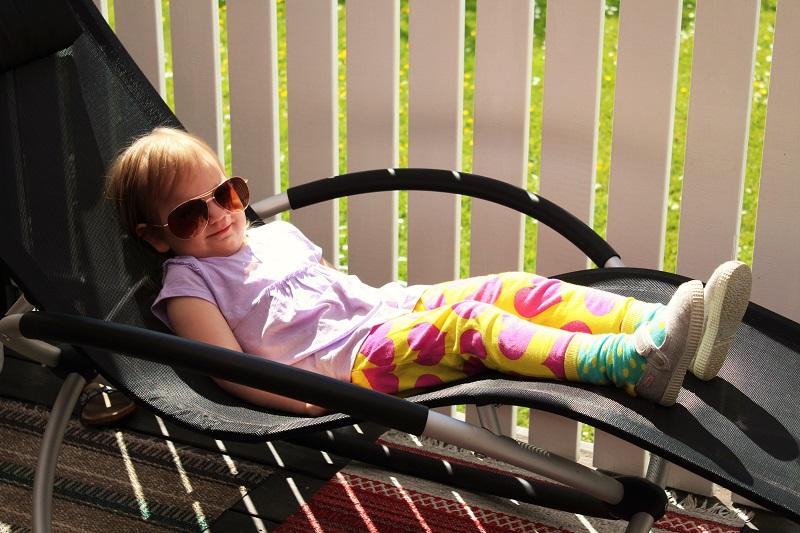 aurinkotuolissa