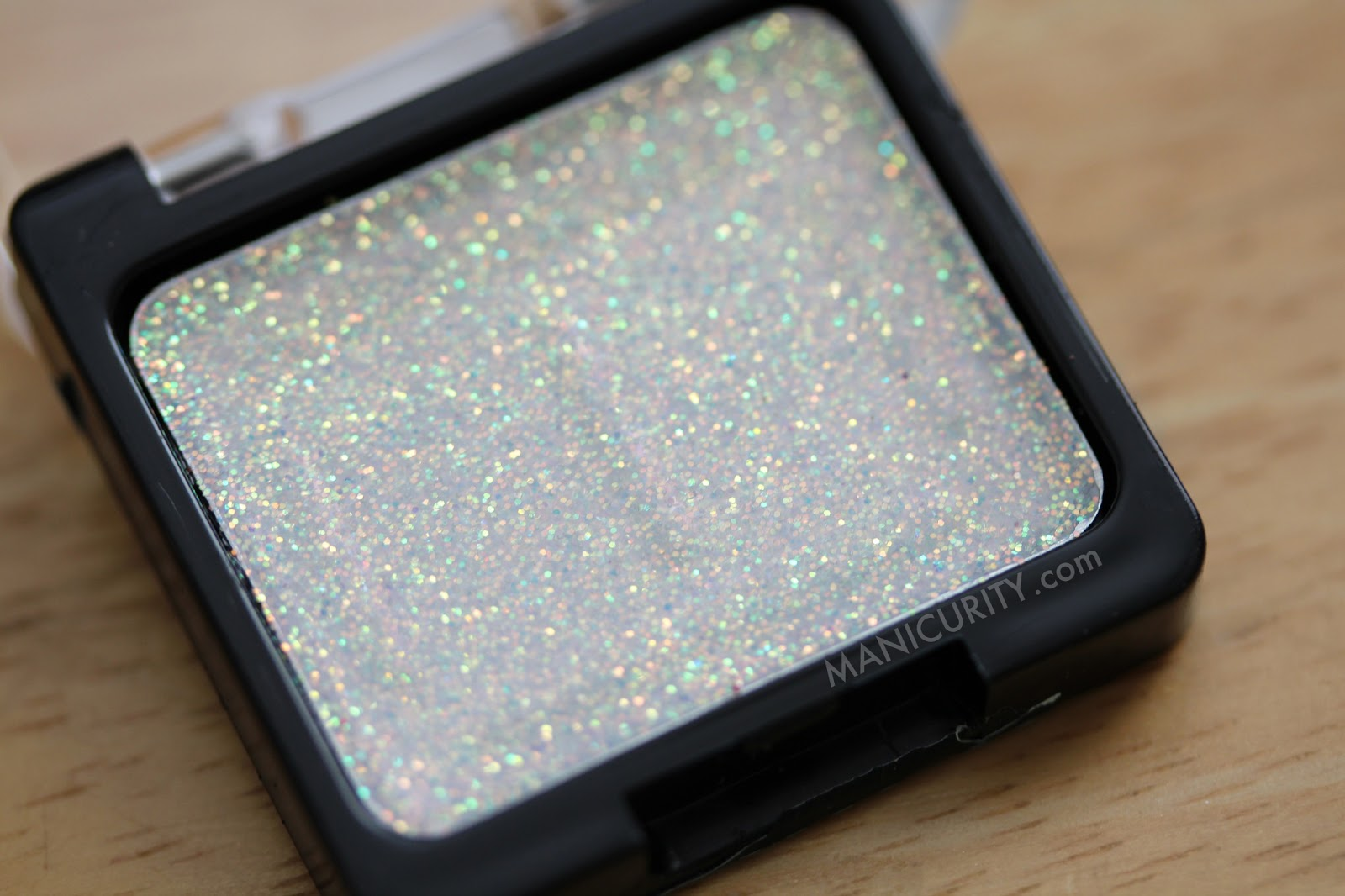 Wet n Wild Color Icon Glitter Single Bleached - swatches, review, wear test | Manicurity.com