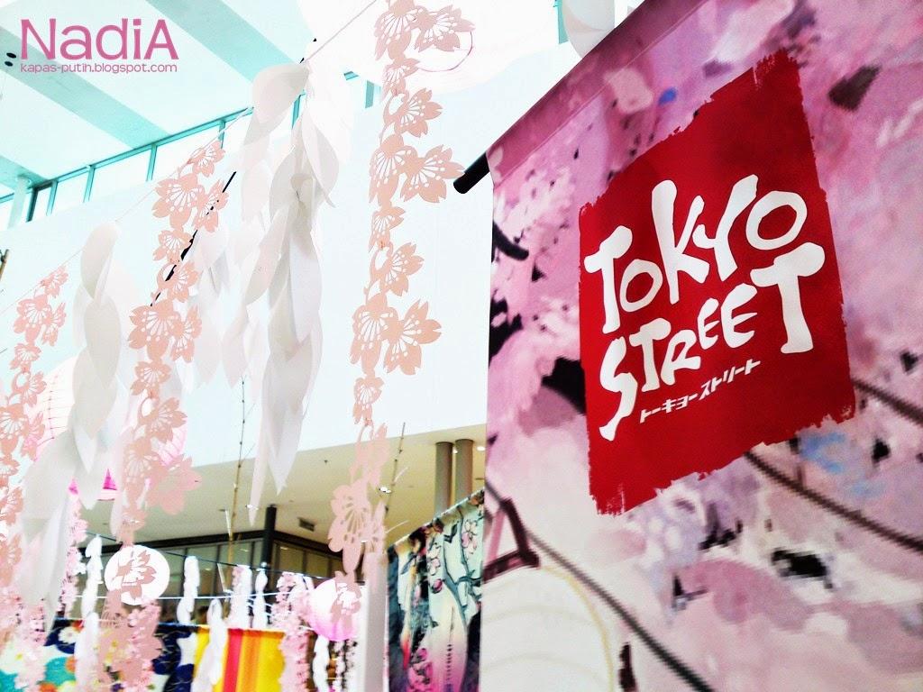 Spring at Tokyo Street, Sakura Fair.