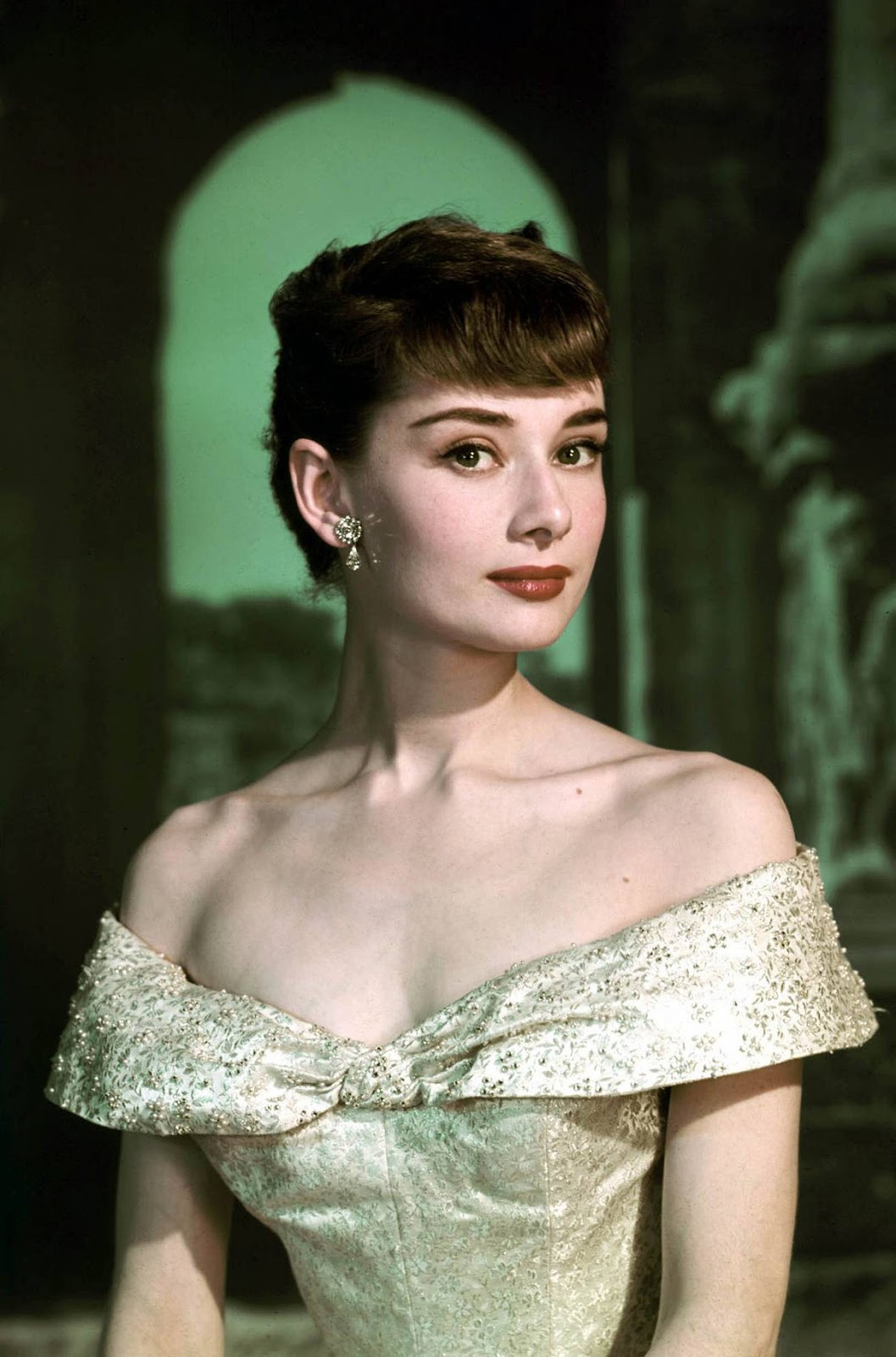 Vintage Dresses: Audrey Hepburn\'s Lookbook | Retro Dresses & Vintage ...