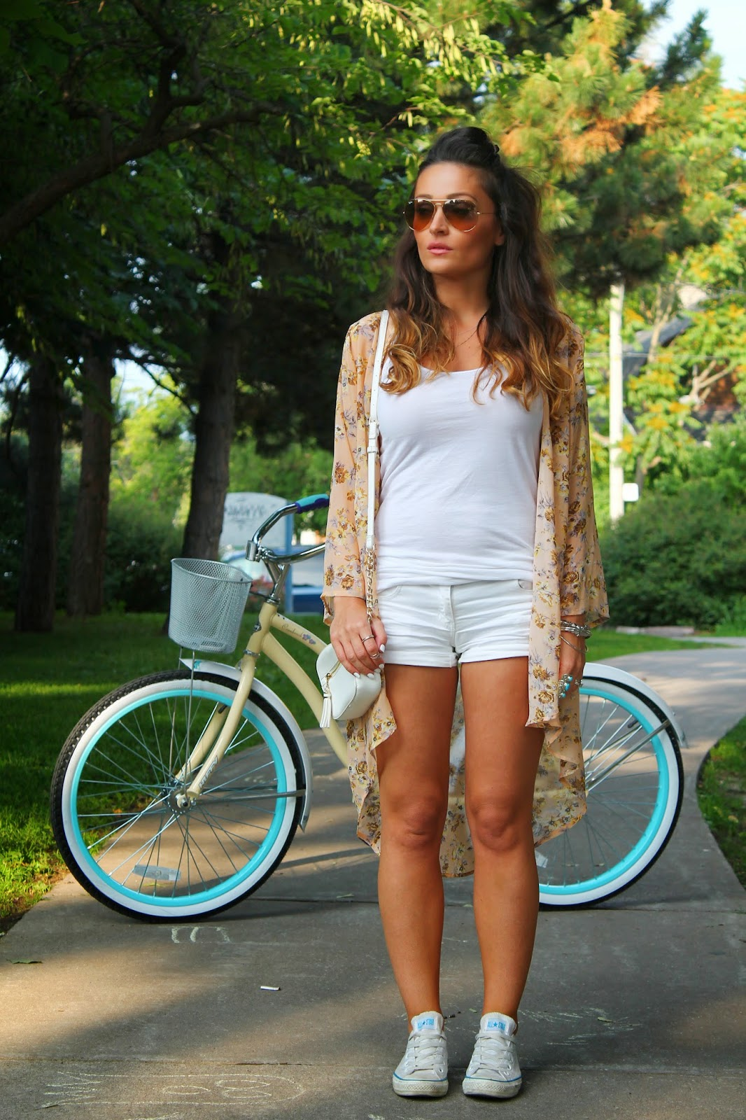 retro bicycle, retro bike, kimono, floral  kimono, how to style a kimono, white outfit for the summer, how to wear all white in the summer, how to wear floral print, how to wear shorts, Canadian fashion blogger, Toronto streets style, blogerke, how to wear converse, moda, outfit sa patikama, arm party, statement rings
