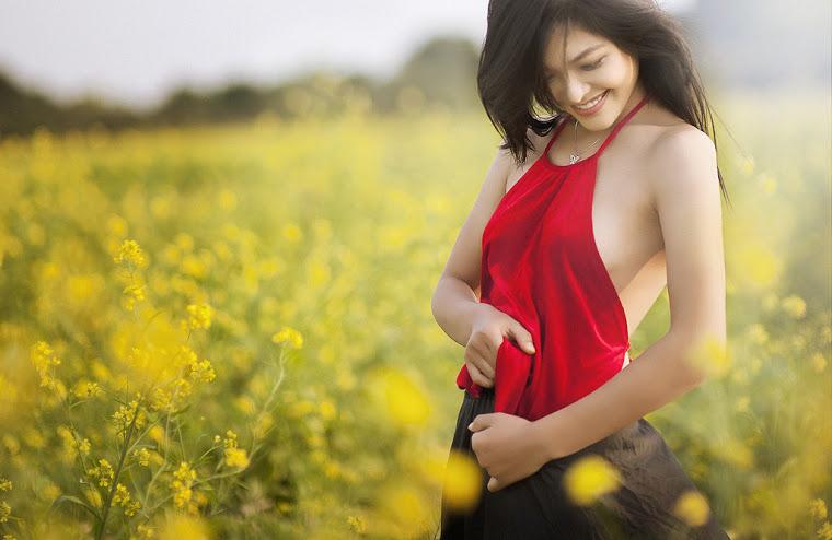 Girl xinh với áo yếm xưa bên hồ sen Phấn 1 8