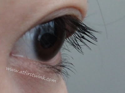 Heavy Rotation Long Volume dynamic mascara applied on eyelashes (close-up)