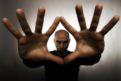 10 Cara Mudah Menghipnotis Orang Lain