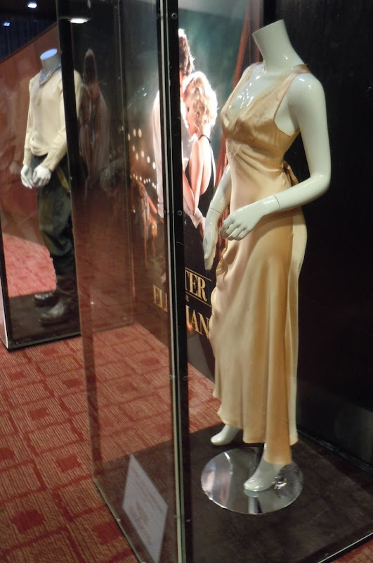 Reese Witherspoon Water for Elephants outfit