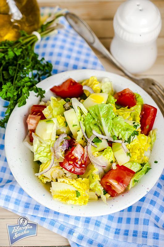 Sałatka z pomidorami i ogórkiem przepis