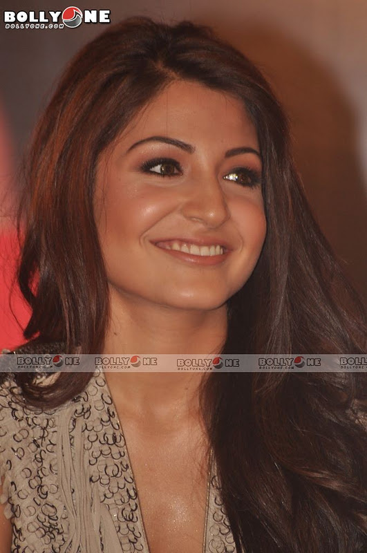 Anushka & other Girls at Ladies V/s Ricky Bahl Movie event