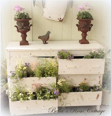 La chica del malet n saca los muebles al jardin - Mueble para plantas ...