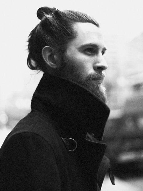 aqu las mejores imgenes de pelo largo recogido y barba para hombres como fuente de inspiracin with pelo largo para hombres
