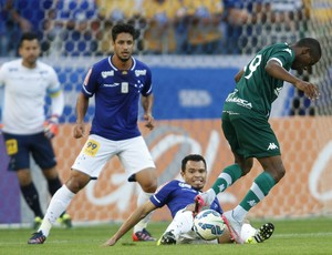 Com ataque inofensivo, Goiás perde para Cruzeiro e segue perto do Z-4