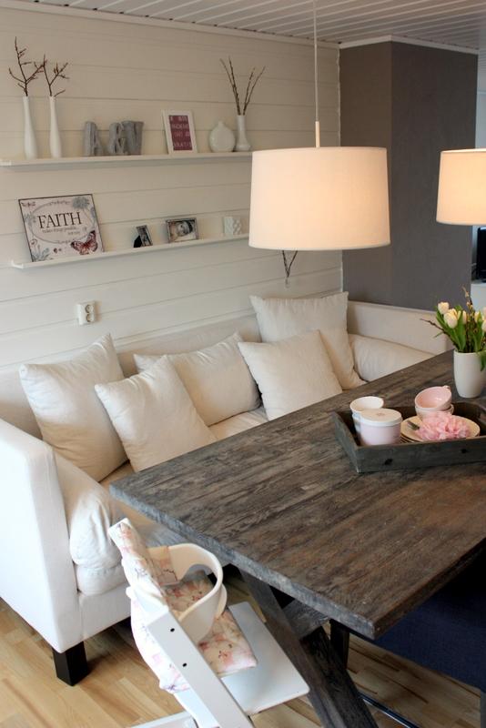 Hjelp jeg er blitt mamma et inspirerende hjem for Sofa table placement