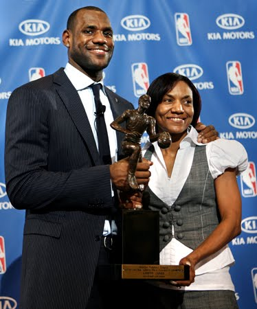 lebron james mother arrested. Lebron Jame#39;s Mother Was