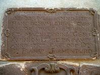 Làpida sobre la porta de Sant Sadurní
