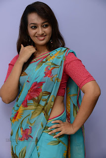 Esther Noronha Pictures in saree 016.jpg