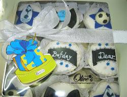 Fondant birthday cupcakes