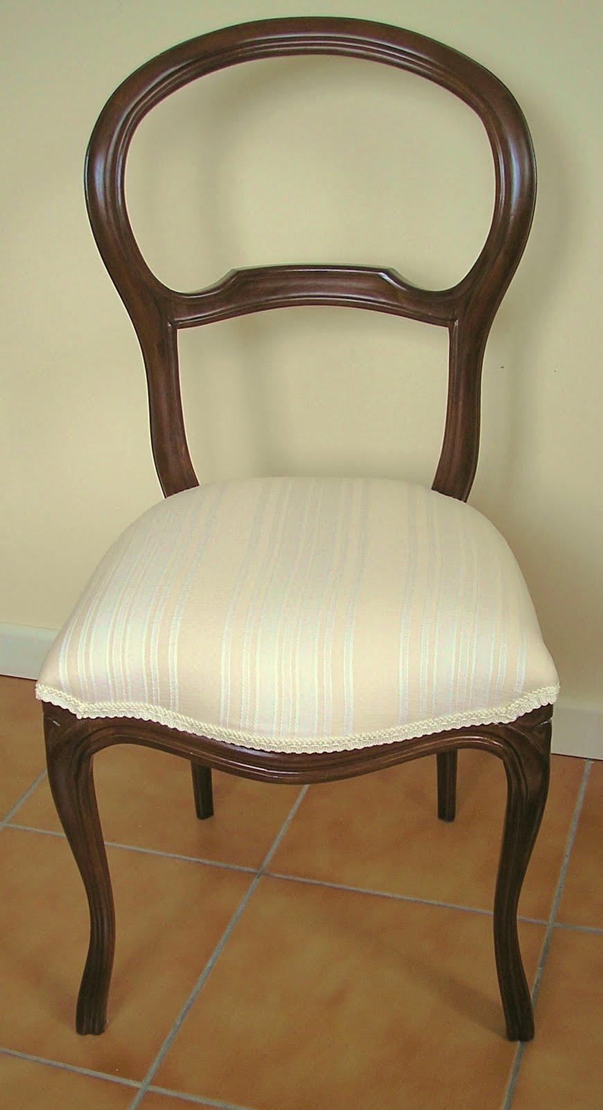 El desvan de mamen una docena de sillas for Sillas clasicas tapizadas