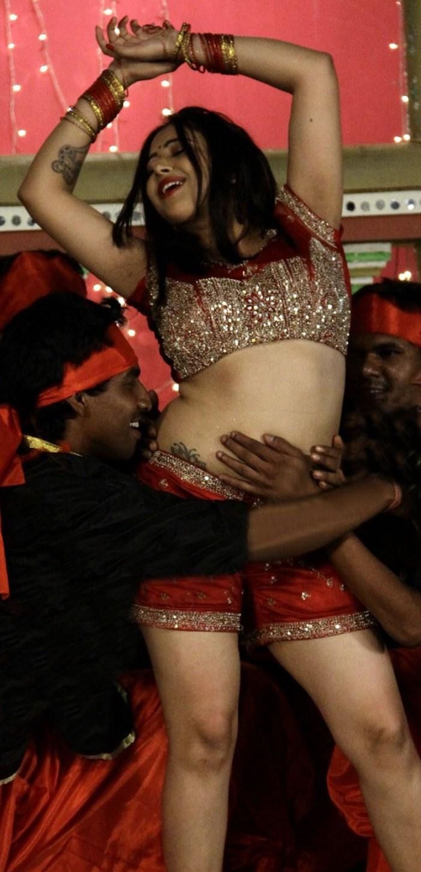 Swetha basu spicy navel show | Blog with no Limits