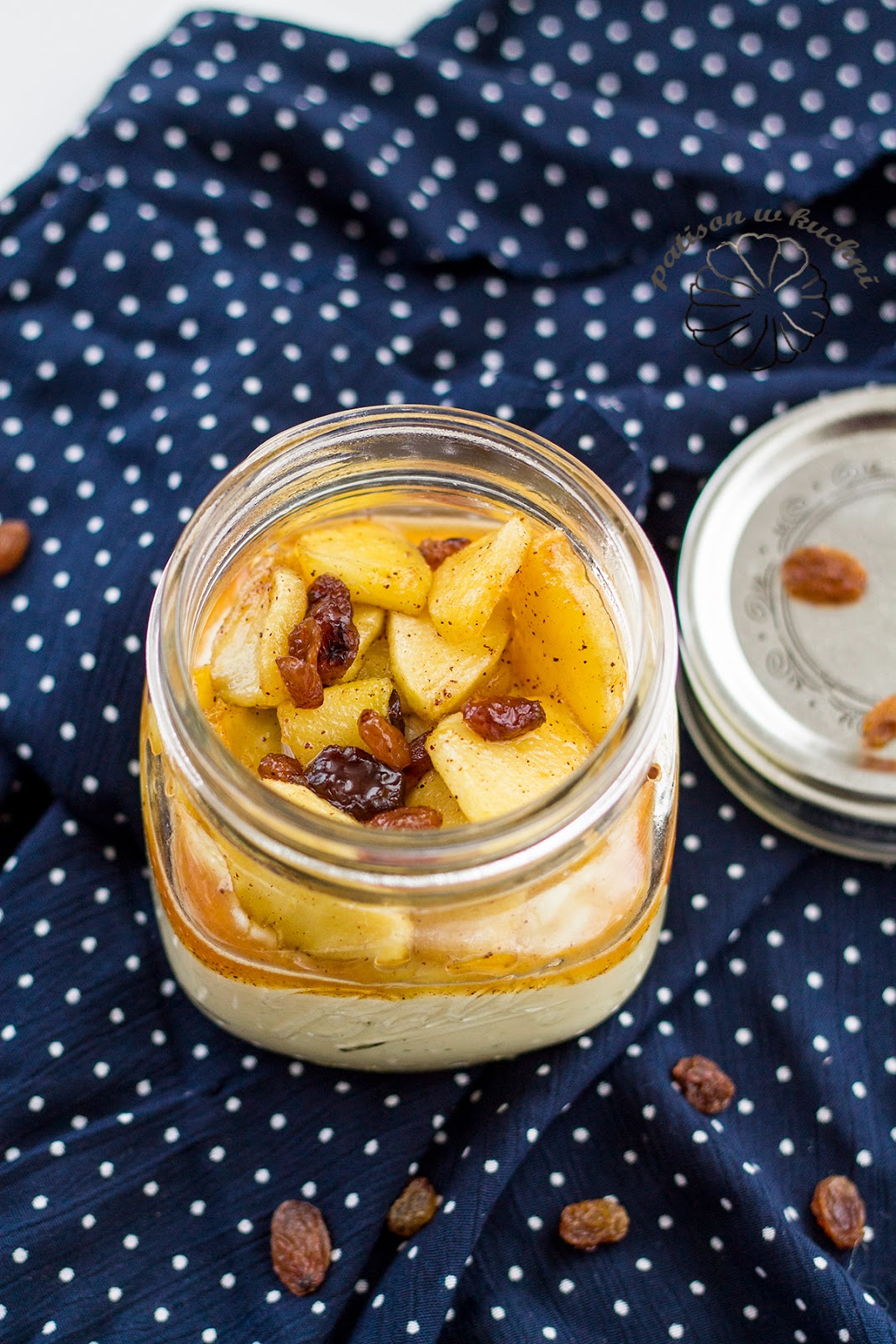 Millet pudding with caramelized apples.