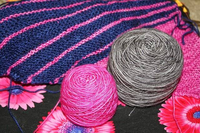 Lavoro a maglia di due colori