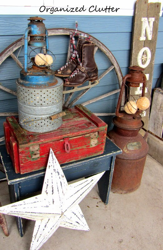 Outdoor Rustic Christmas Vignette www.organizedclutterqueen.blogspot.com
