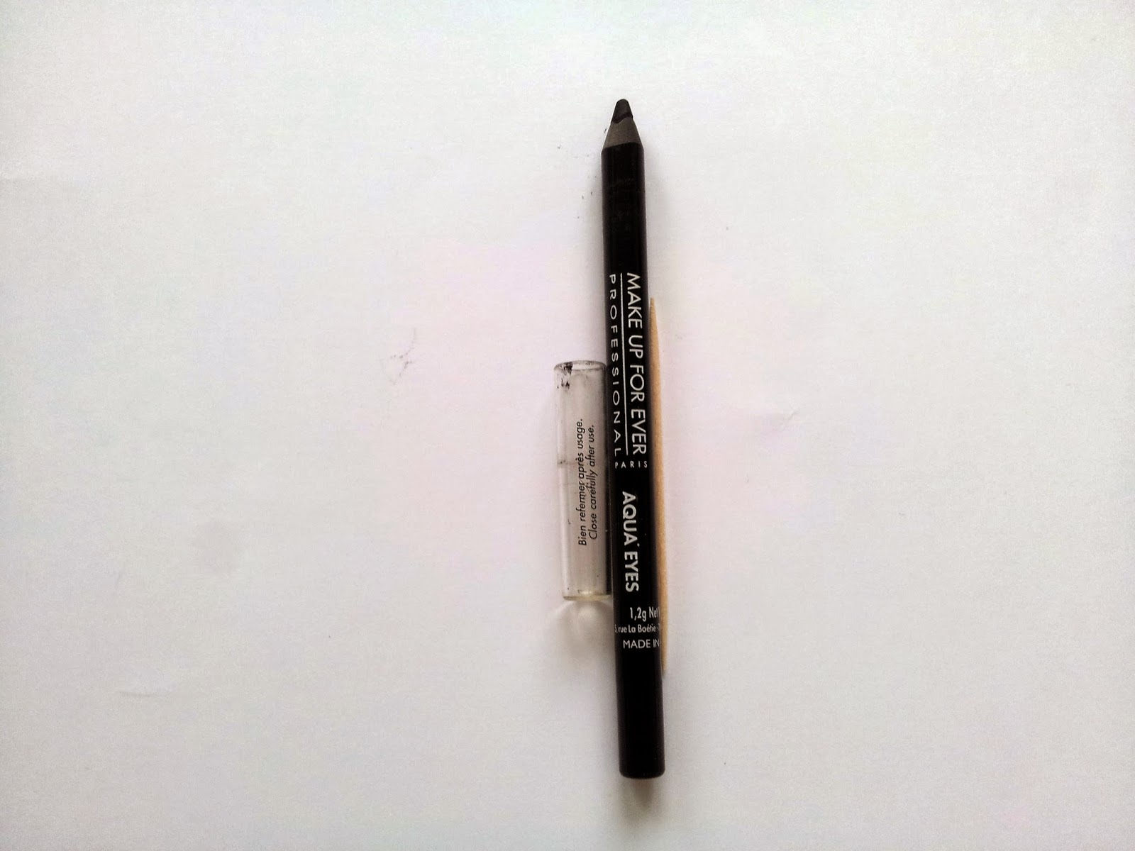 crayon-noir-aqua-eyes-make-up-for-ever-miss-beaute-addict.blogspot.fr