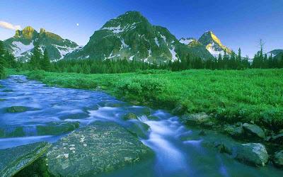 Gambar-Gambar Lembah di Pegunungan Ukuran Besar