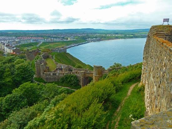 Scarborough castle, Civil War, Piers Gaveston, George Fox, Yorkshire