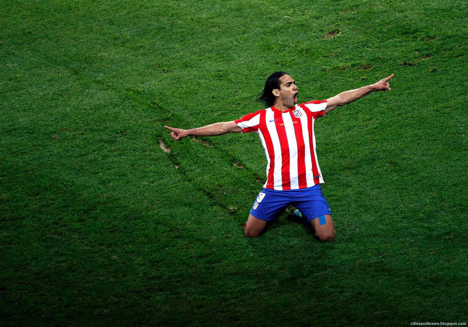 Club Atletico de Madrid - Página 3 Radamel_Falcao_The_Hero_Of_Europa_League_Final_2012_Atletico_Madrid_Hd_Wallpaper_citiesandteams.blogspot.com