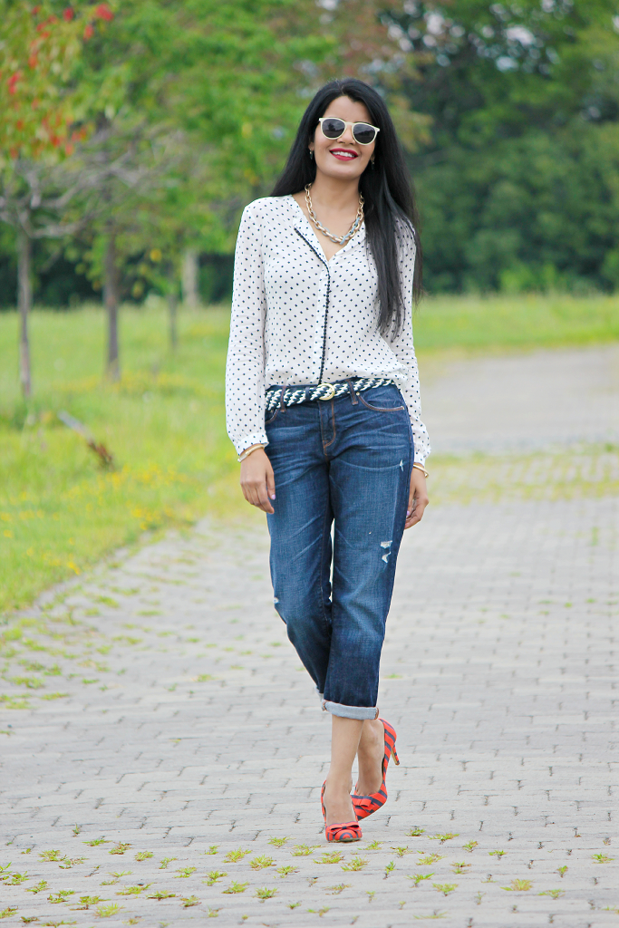 How to style a boyfriend jeans, Outfit Ideas with boyfriend jeans, GAP boyfriend jeans, Striped Pumps, Bow Pumps