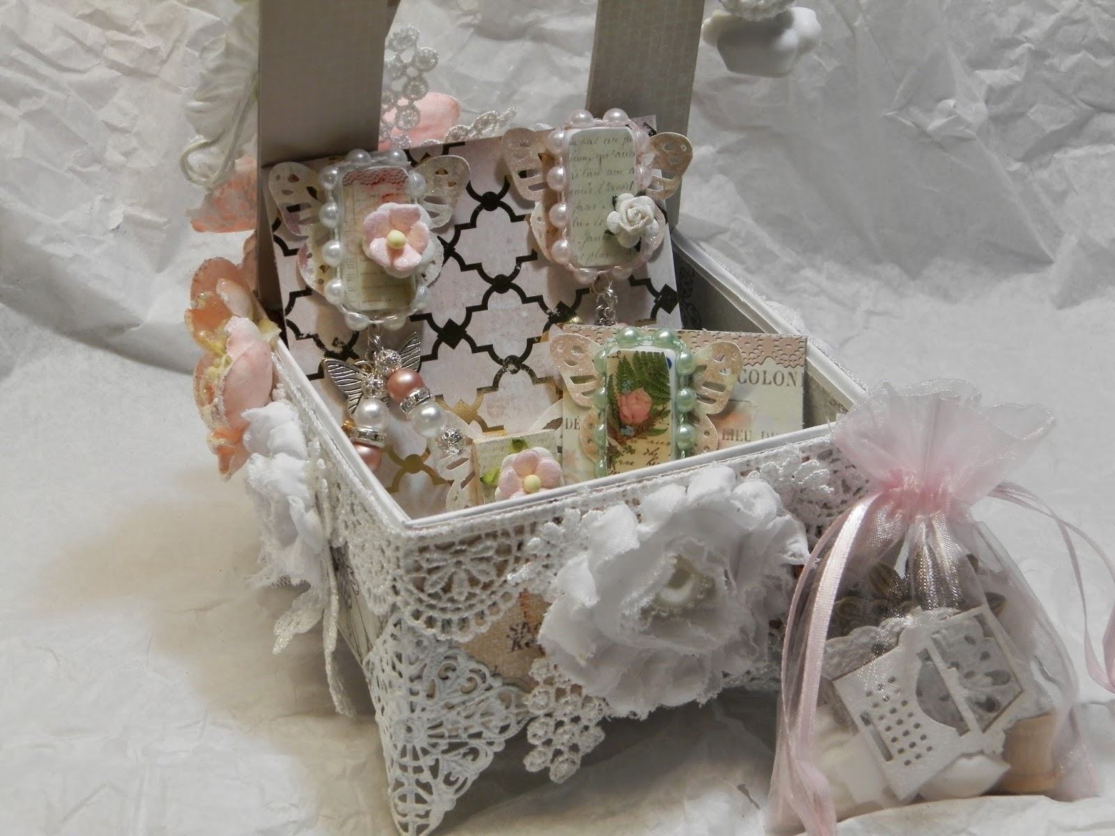 scrapdaworld uber shabby chic swap card box mini album. Black Bedroom Furniture Sets. Home Design Ideas
