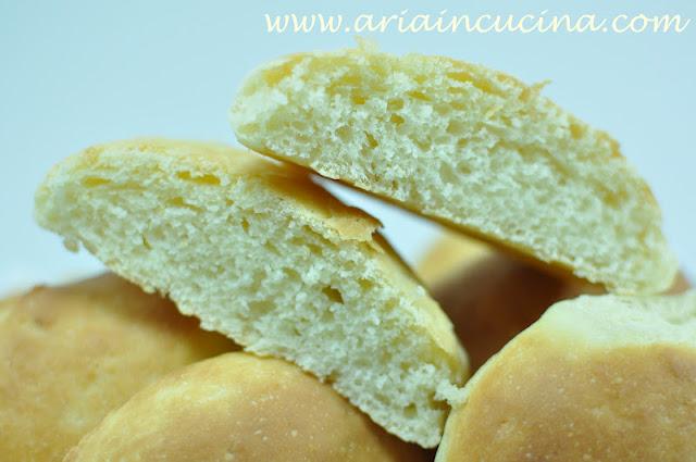 Blog di cucina di Aria: Panini con ricotta di bufala e burro salato
