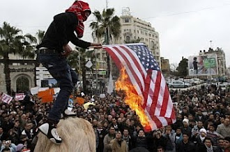 Grietas en el imperio Las recientes rebeliones presentan fuertes desafíos al imperio estadounidense