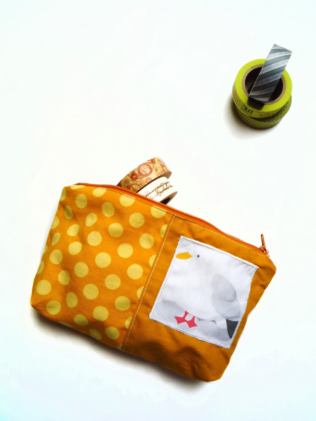 http://www.claralily.fr/catalogsearch/result/?frontend=ovch18e5f2pa4rehb6idb95jp7&q=trousse