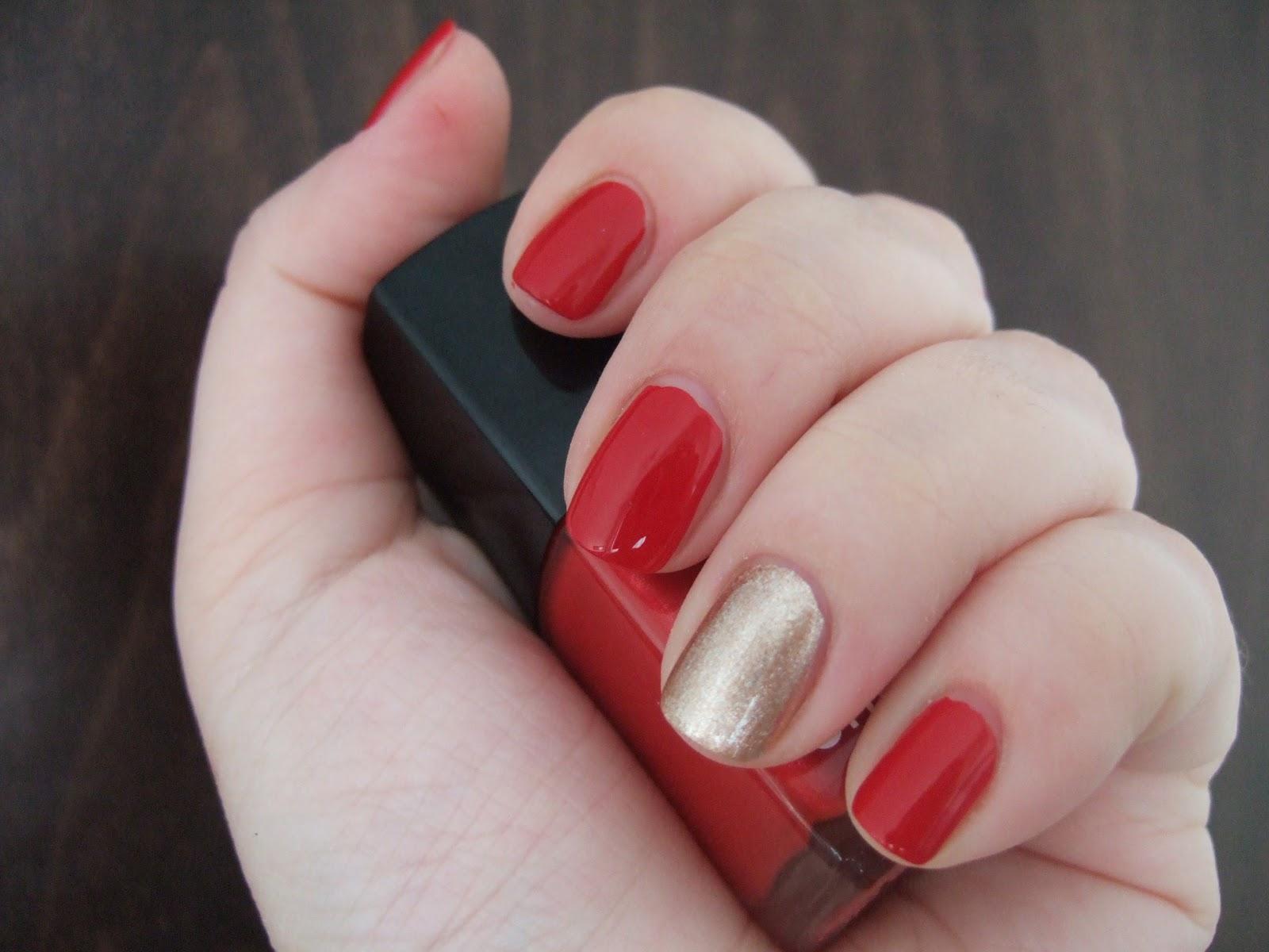 Комбинированный маникюр на короткие ногти