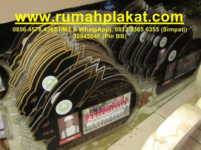 Contoh Model Plakat Onix, Cetak Plakat Mika, Produsen Vandel Mika Surabaya, 0812.3365.6355, www.rumahplakat.com