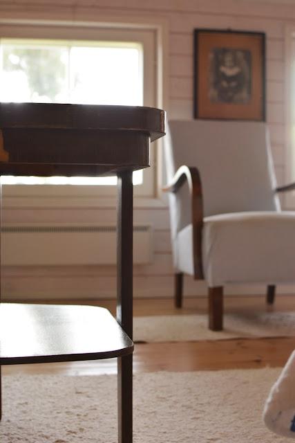 Muonamiehen mökki - Funkkistyylinen sohvapöytä