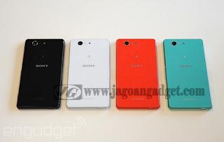 Pilihan Warna Sony Xperia Z3 Compact ada 4 pilihan warna yaitu hitam, putih, merah, biru.