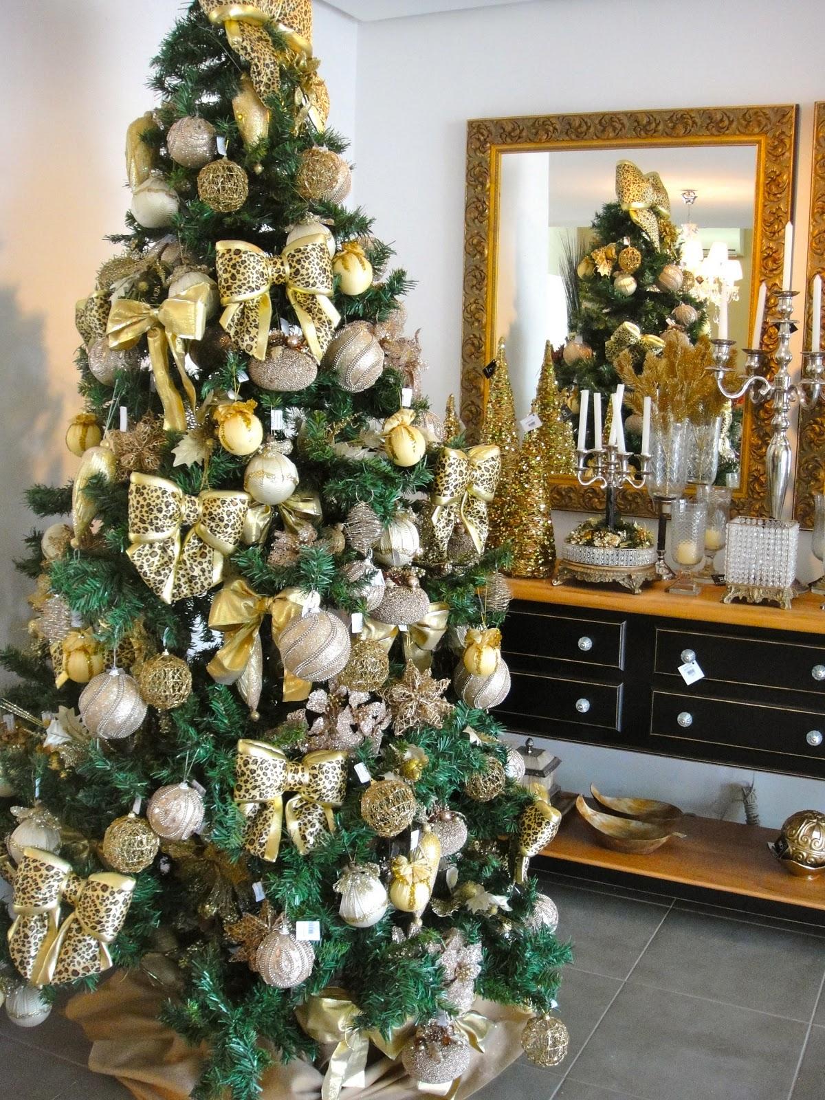 decoracao arvore de natal vermelha e dourada: opções, enfeites lindos, nos tons de dourado, vermelho e prata