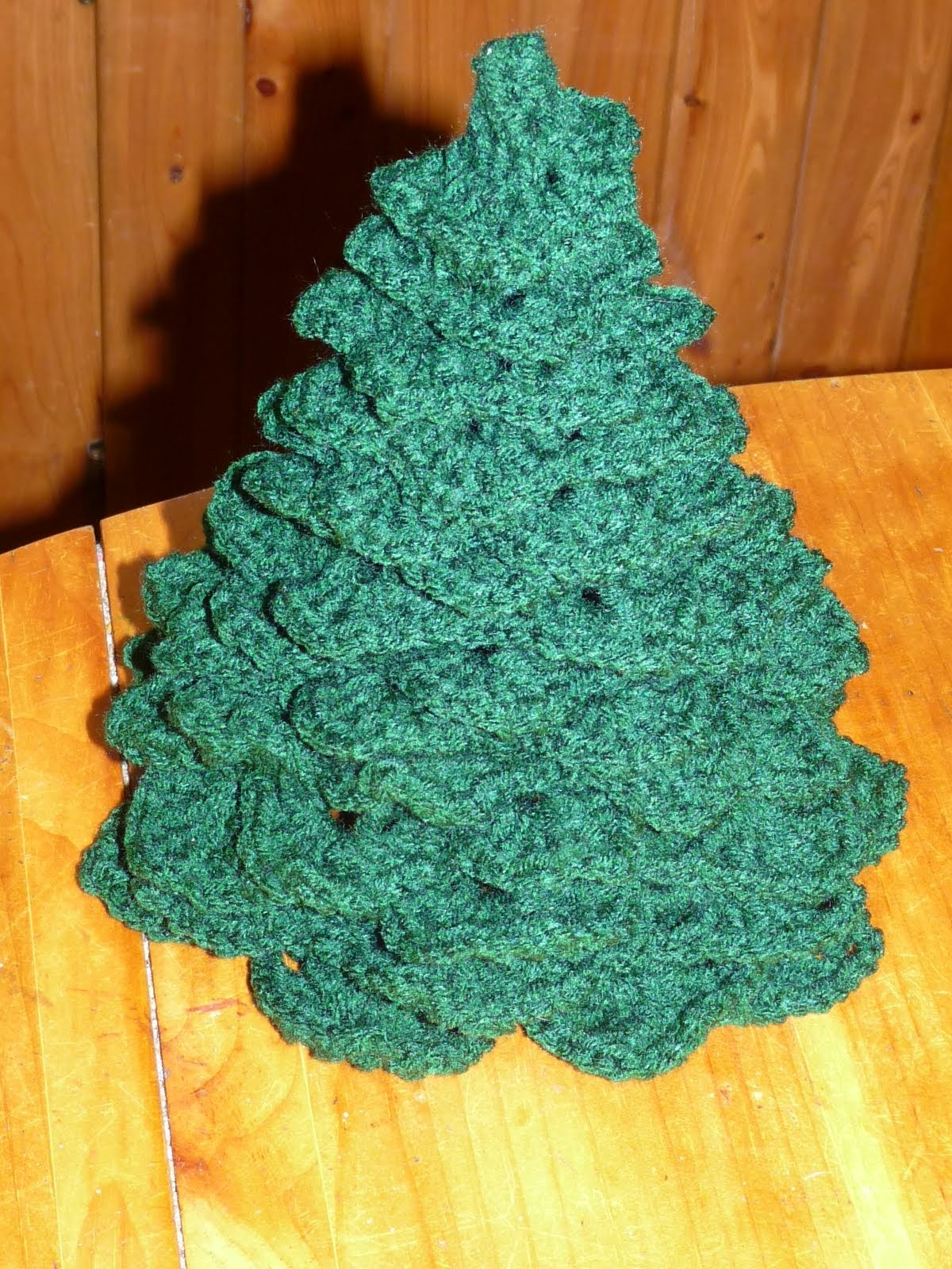 free crochet three demensional 3-D christmas tree pattern