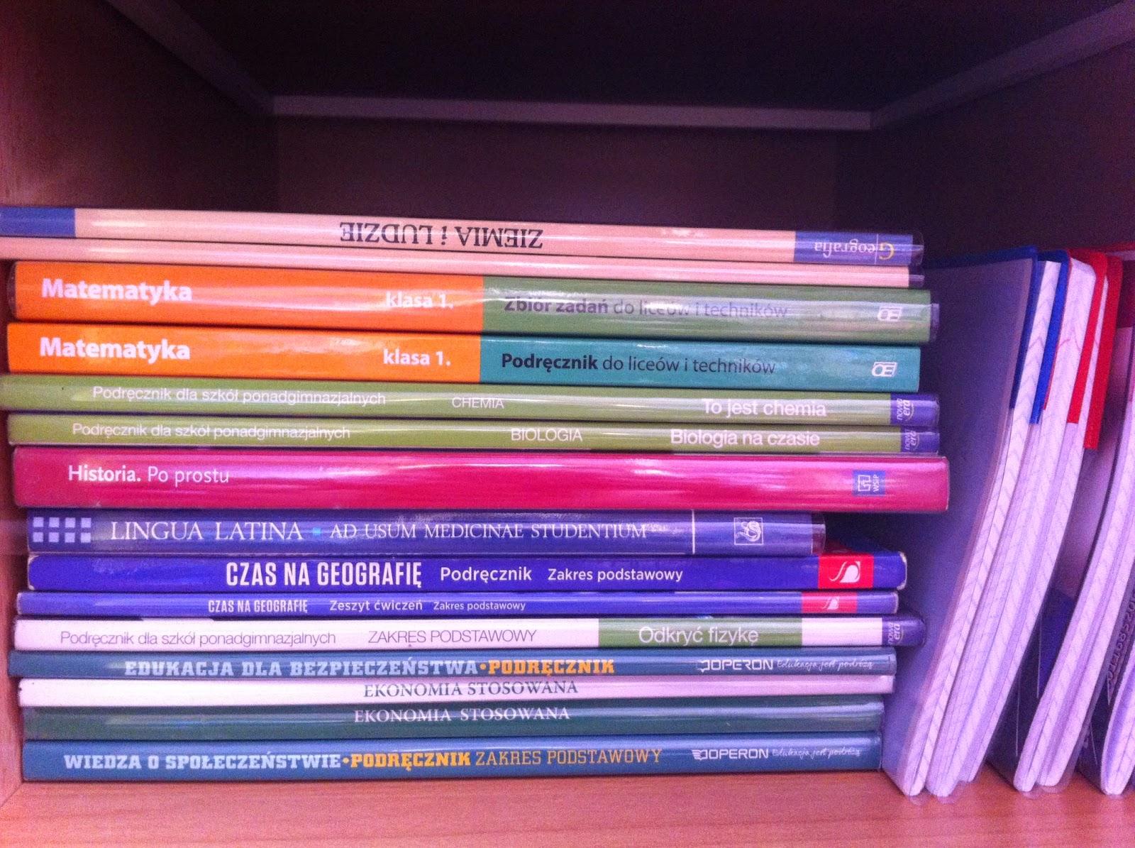 ułożone książki, podręczniki | liceum, nauka