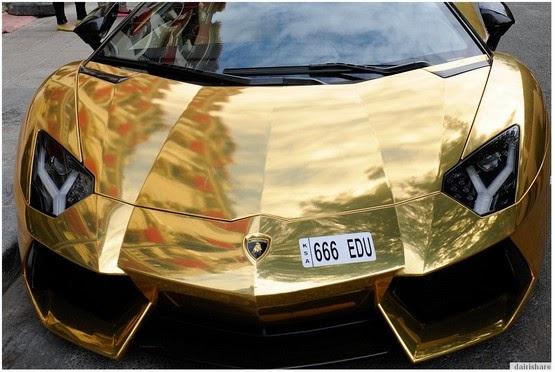 Lelaki Kaya Dari Arab Pamer Kereta Lambogini Bersalut Emas Di Paris