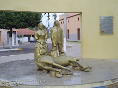 Estatua do Cavalo Novo Situado a Praça Monsenhor José Candido.